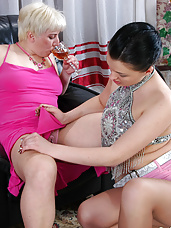 Voluptuous aging sappho tongue kissing and fingering fresh burning beaver