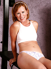 Beautiful mature Cheyanne works on excersising her pussy right here