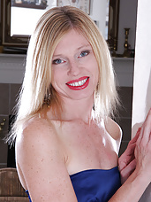 36 year old Tommi from AllOver30 looking class in her blue evening dress