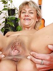 Older Magda fuck hole plastic schlong masturbation