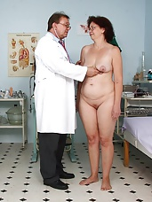Milf wife Ivana pussy speculum exam by gyno doctor