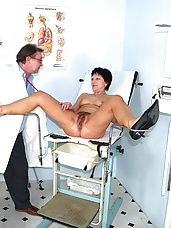 Senior Eva untidy beaver gyno pussy spreader exploration at gyno clinic