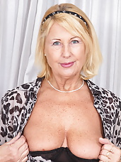 Naughty mature slut having sex with herself