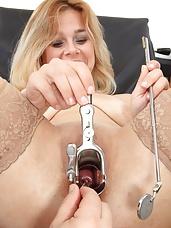 Vagina-expander inside Karen shaved cunt during the gyno
