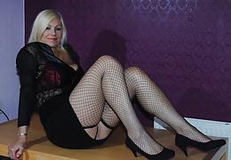 Blonde Amateur Wife