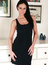 Elegant 32 year old Enza slowly undressing her athletic hairless body