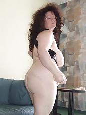 Big mature amateur slut showing the goods