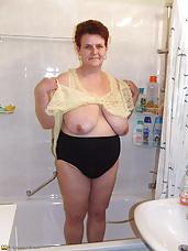Big mature slut getting nasty in the shower