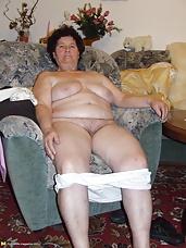 kinky amatuer mama getting naked