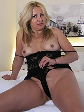 This mature slut loves playing with a huge dildo