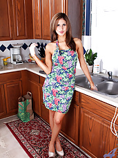 Anilos housewife sprays water on her milf pussy and sensitive clit