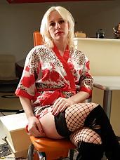 Horny Blonde MILF doing her best