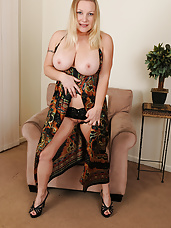 Busty blonde MILF Allyza Blue having fun spreading her mature box