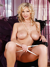 Carol goldnerova naked in pearls