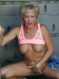 Real Tampa Swingers - Tracy in the Closet